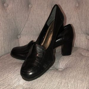 Black mule shoes with little heel